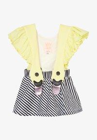 WAUW CAPOW by Bangbang Copenhagen - BIRD GIRL FRILL - Vestido informal - yellow/black/white - 2