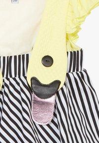 WAUW CAPOW by Bangbang Copenhagen - BIRD GIRL FRILL - Vestido informal - yellow/black/white - 3