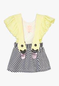 WAUW CAPOW by Bangbang Copenhagen - BIRD GIRL FRILL - Vestido informal - yellow/black/white - 0
