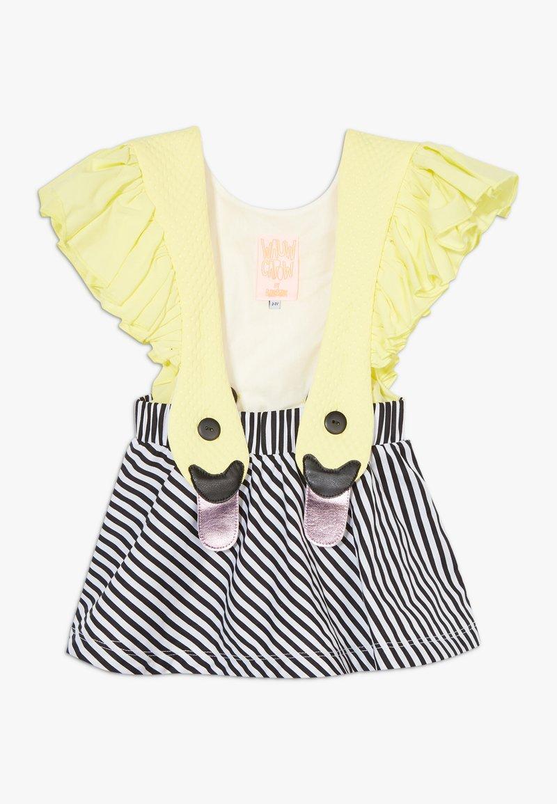 WAUW CAPOW by Bangbang Copenhagen - BIRD GIRL FRILL - Vestido informal - yellow/black/white
