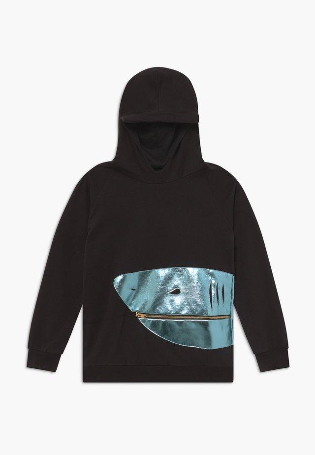 SCARRY LARRY - Bluza z kapturem - black