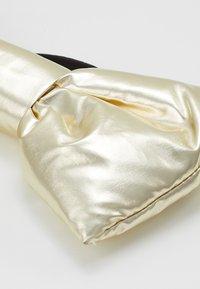 WAUW CAPOW by Bangbang Copenhagen - BOW FANTASTIC - Příslušenství kvlasovému stylingu - gold - 3