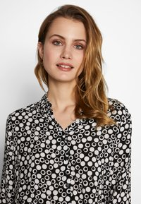 Barbara Lebek - BLUSE GEMUSTERT - Button-down blouse - black/offwhite - 3