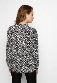 Barbara Lebek - BLUSE GEMUSTERT - Button-down blouse - black/offwhite - 2
