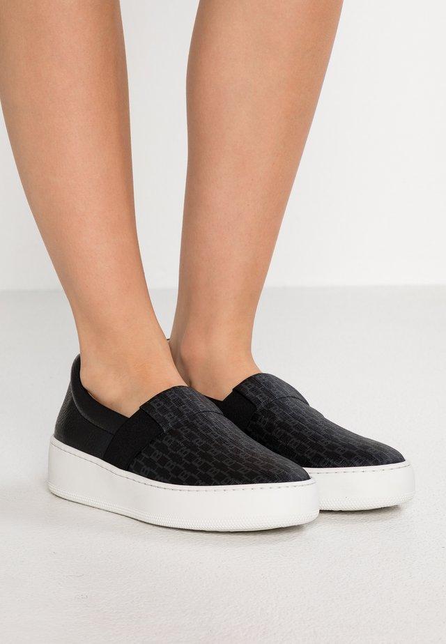 ANNIA SLIP ON - Loaferit/pistokkaat - black