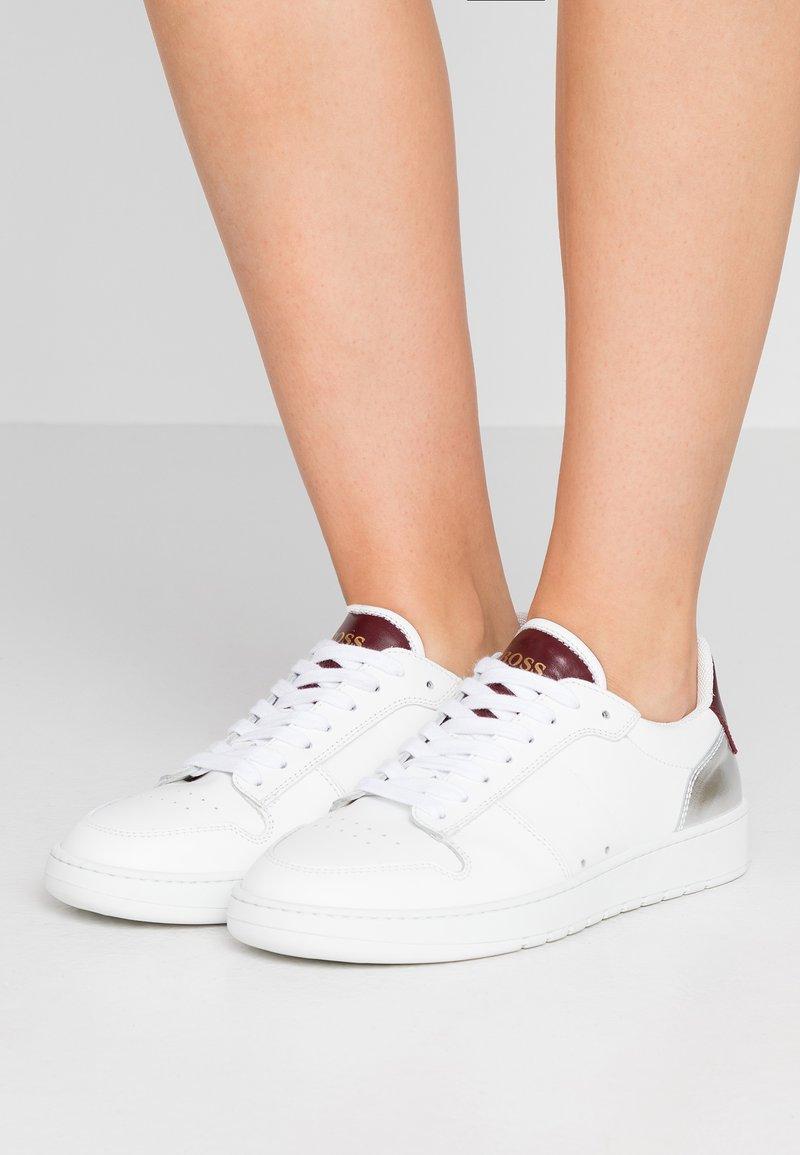 BOSS - JOE - Sneakers basse - ruby