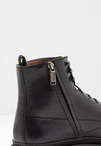 BOSS - MONTREAL - Šněrovací kotníkové boty - black - 6