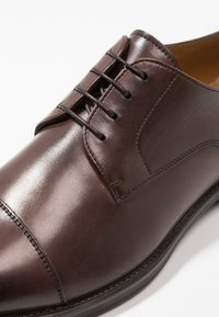 BOSS - COVENTRY - Stringate eleganti - dark brown - 6