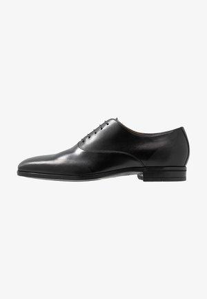 KENSINGTON - Zapatos con cordones - black