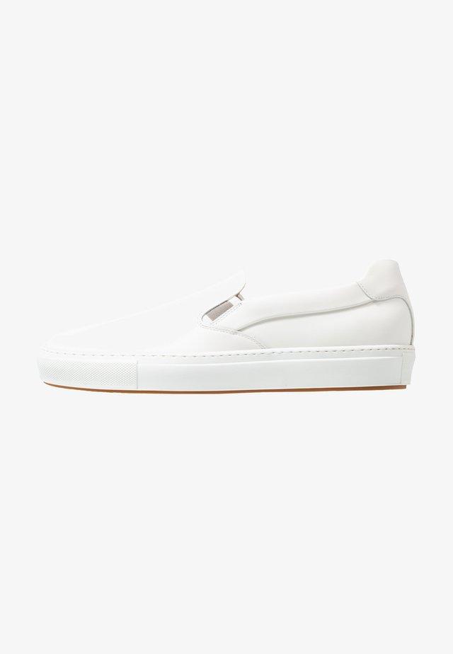 MIRAGE - Loaferit/pistokkaat - white