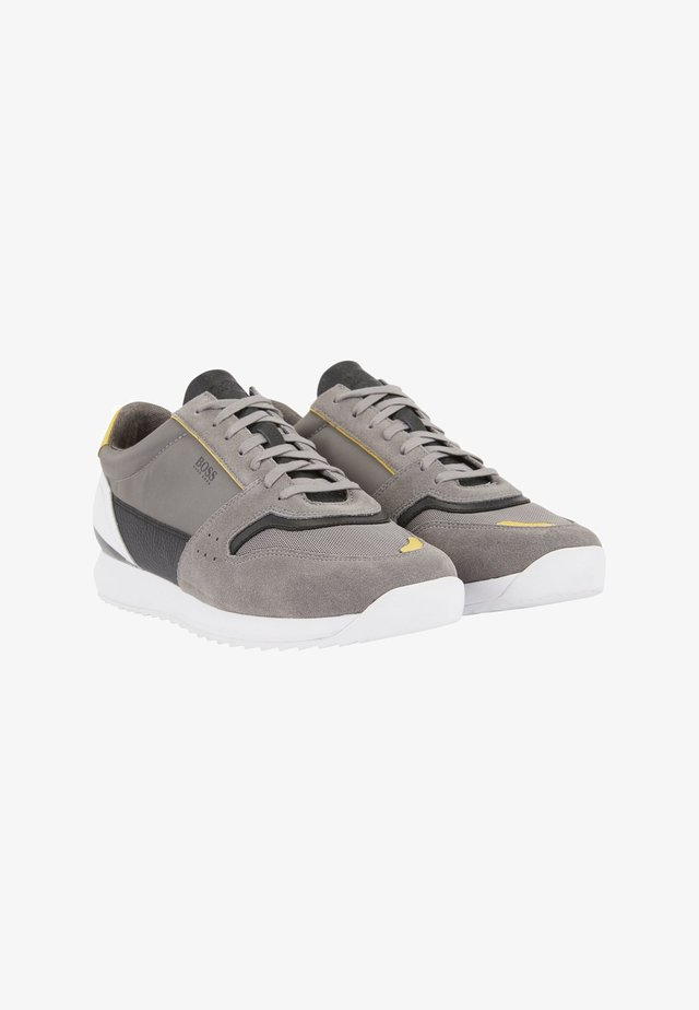Trainers - open grey