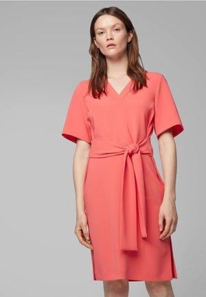 DAKALI - Korte jurk - pink