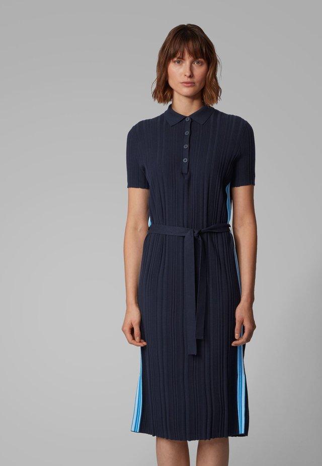 WILLIMENA - Gebreide jurk - open blue
