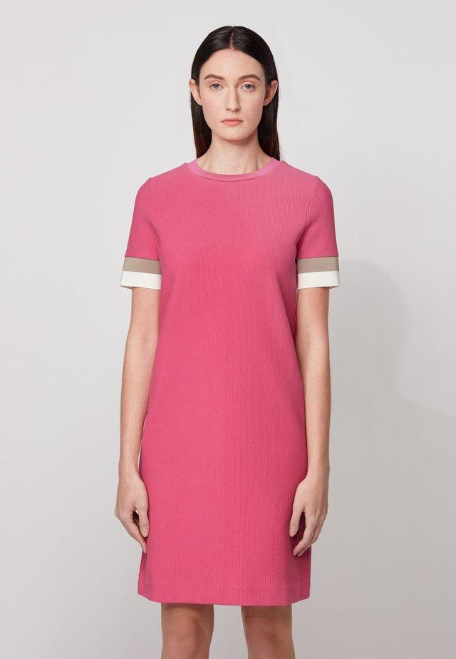 DASTRIPED - Etui-jurk - pink