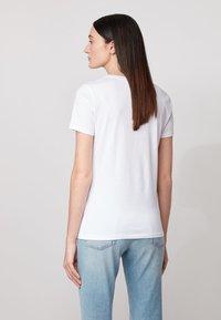 BOSS - TEMELLOW - Print T-shirt - white - 2