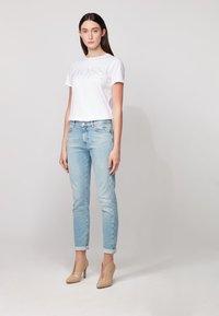 BOSS - TEMELLOW - Print T-shirt - white - 1