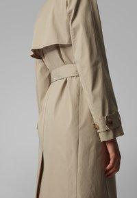 BOSS - CANDROMEDAE - Trenchcoat - beige - 4