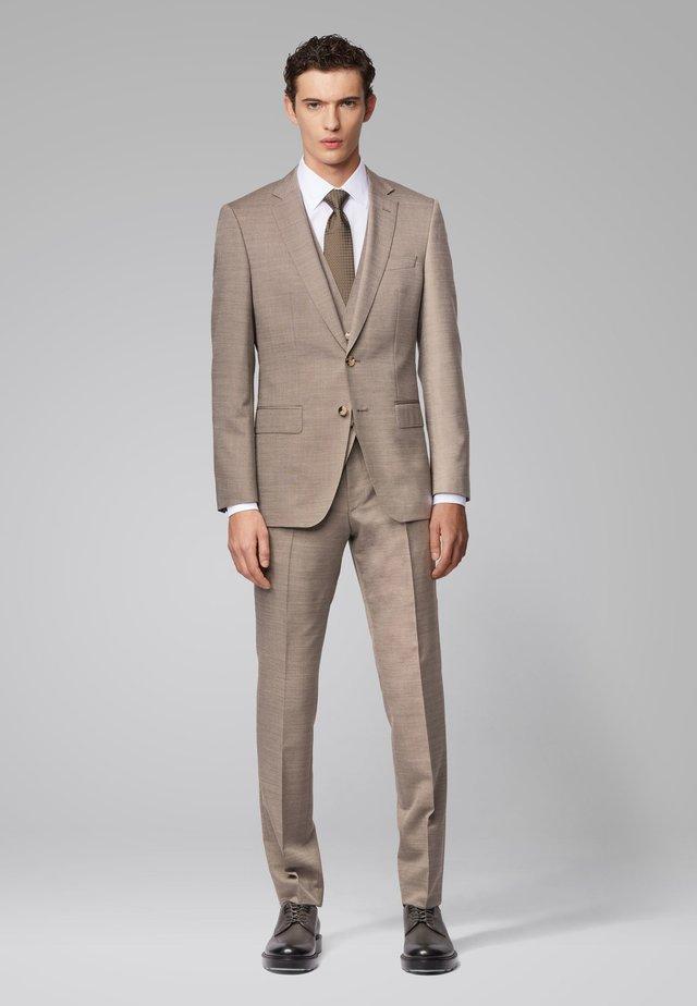 HUGE6/GENIUS5 WE - Anzug - beige
