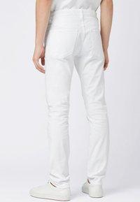 BOSS - DELAWARE Slim Fit - Jean slim - white - 2