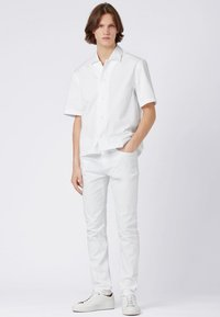 BOSS - DELAWARE Slim Fit - Jean slim - white - 1