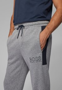 BOSS - Pantaloni sportivi - mottled light grey - 3