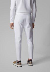 BOSS - HALBOA CIRCLE - Jogginghose - white - 2