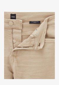 BOSS - DELAWARE - Slim fit jeans - beige - 4