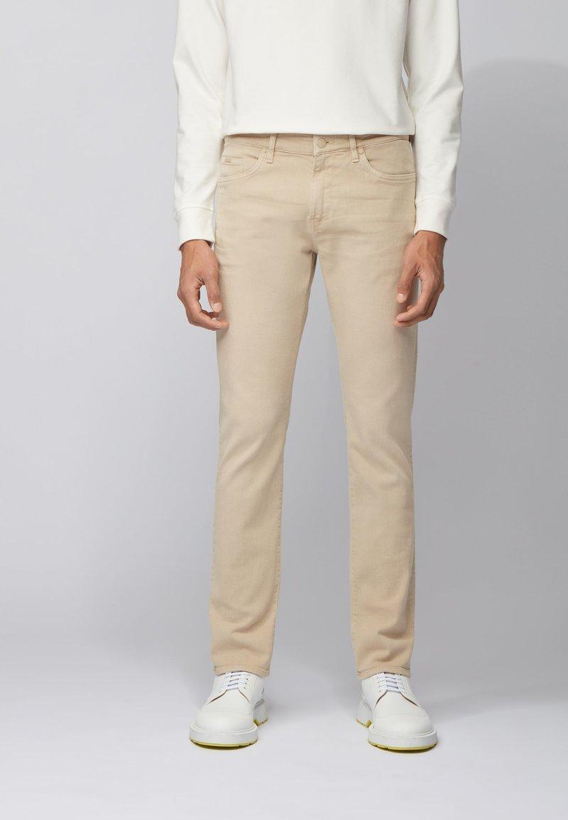 BOSS - DELAWARE - Slim fit jeans - beige