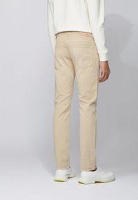 BOSS - DELAWARE - Slim fit jeans - beige - 2