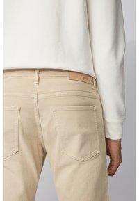 BOSS - DELAWARE - Slim fit jeans - beige - 3