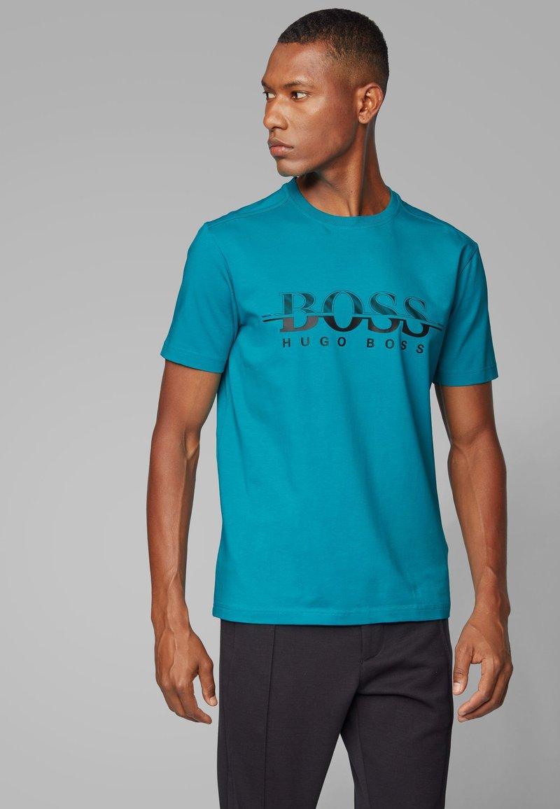 BOSS - TEE  - Print T-shirt - green