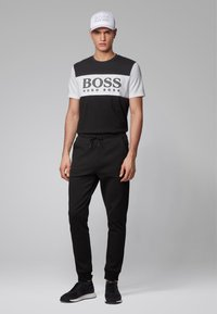 BOSS - TEE 6 - Print T-shirt - black - 1