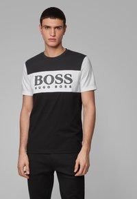 BOSS - TEE 6 - Print T-shirt - black - 0