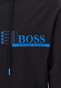 BOSS - Hoodie met rits - black - 3