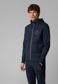 BOSS - SAGGY CIRCLE - Zip-up hoodie - dark blue - 0