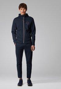 BOSS - SAGGY CIRCLE - Zip-up hoodie - dark blue - 1
