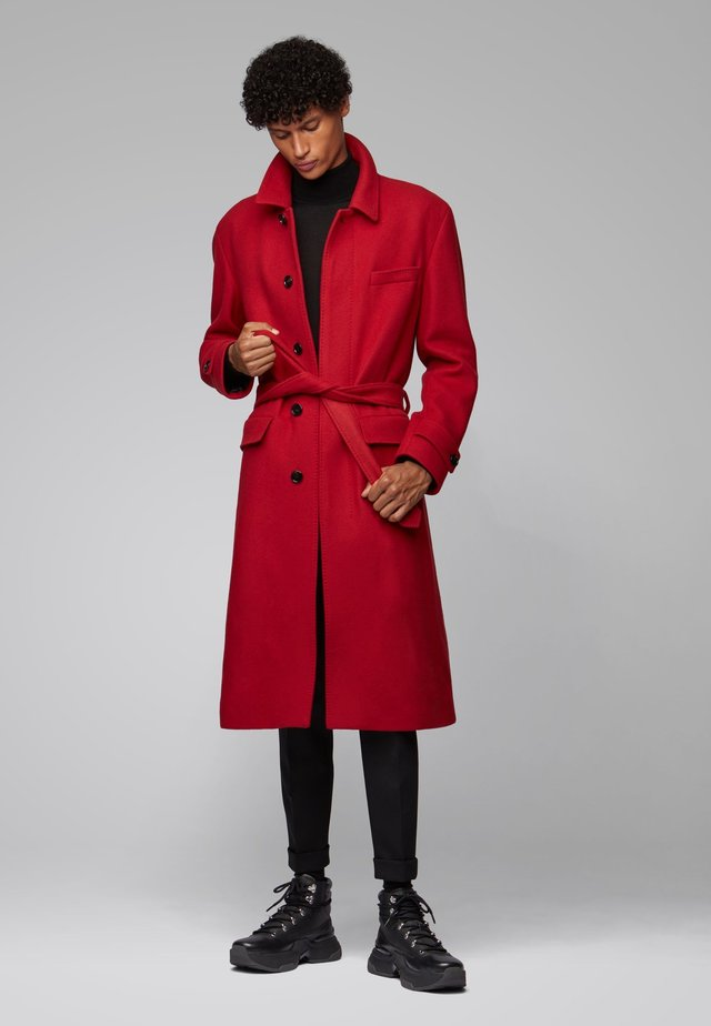 RELAXED FIT - Classic coat - red