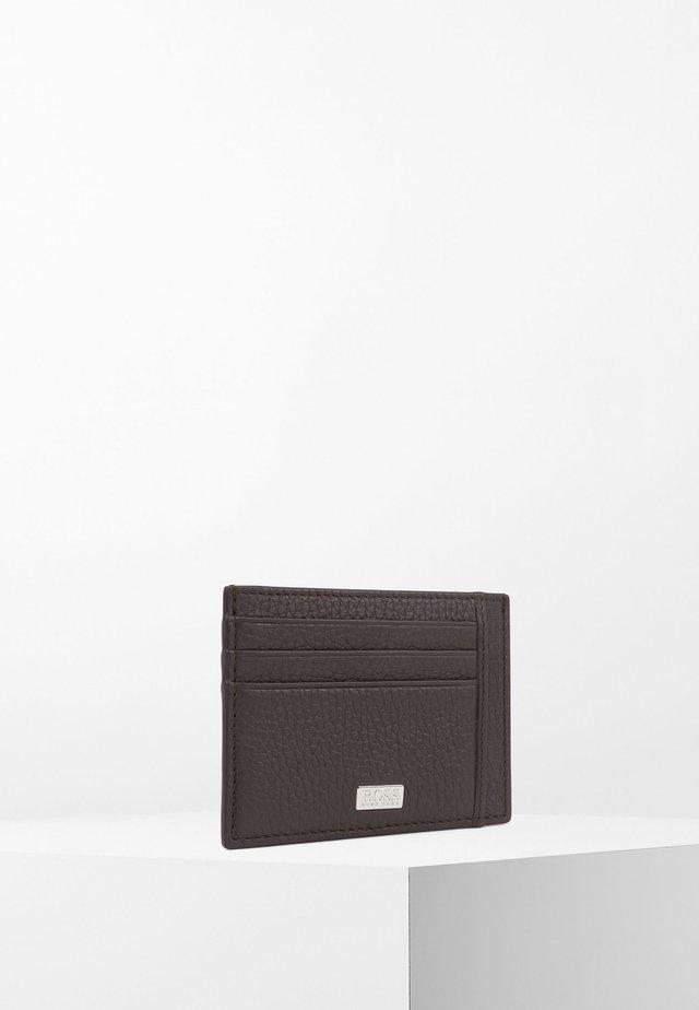 CROSSTOWN CARD - Portemonnee - dark brown