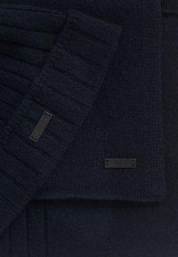 BOSS - GAVEO SET - Scarf - dark blue - 4