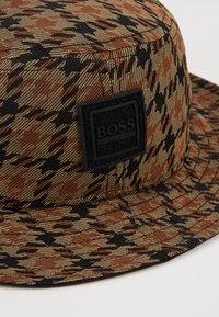 BOSS - FAX - Klobouk - rust/cooper - 5