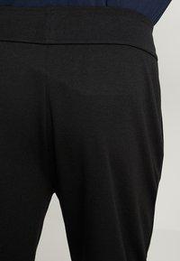 BOSS - Teplákové kalhoty - black - 3