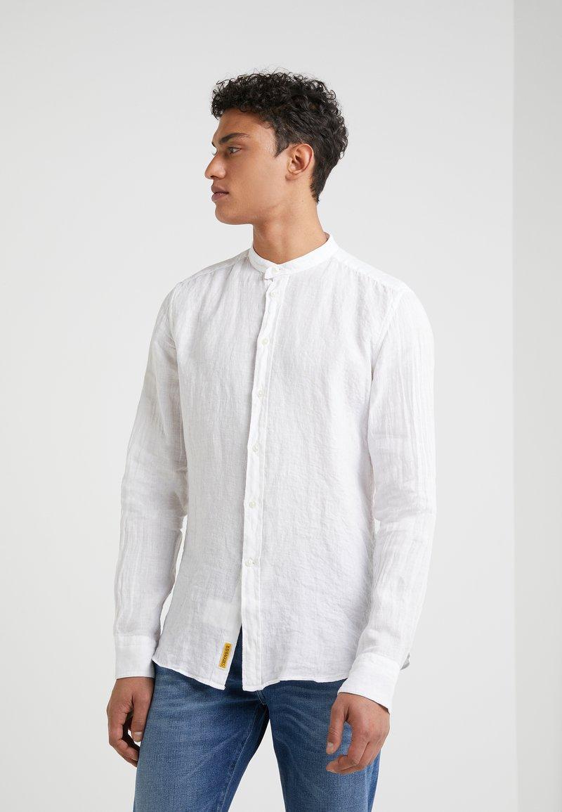 BD Baggies - DEXTER  - Hemd - white