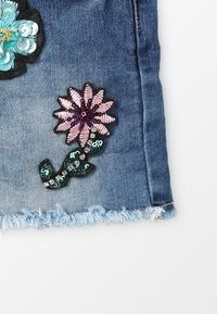 Blue Effect - GIRLS SHORT ARTWORKS - Jeans Short / cowboy shorts - blue medium - 4