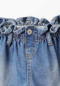 Blue Effect - GIRLS MOM MIT RAFFBUND - Shorts vaqueros - blue denim - 3