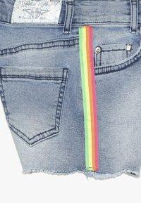Blue Effect - GIRLS HIGH WAIST STREIFEN - Denim shorts - light blue - 2
