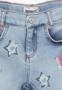Blue Effect - GIRLS PAILLETTEN STERNE - Shorts di jeans - light blue - 4