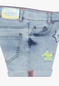 Blue Effect - GIRLS PAILLETTEN STERNE - Shorts di jeans - light blue - 2