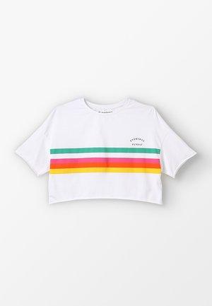 GIRLS BOXY  - Camiseta estampada - schneeweiß reactive