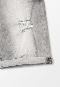 Blue Effect - BOYS - Jeans Shorts - medium grey destroyed - 5