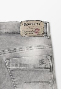 Blue Effect - BOYS - Jeans Shorts - medium grey destroyed - 3